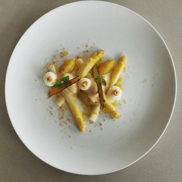 l'asrperge en dessert dans le menu club de notre restaurant gastronomique la rotonde des Trésoms à Annecy
